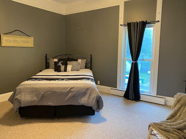 Queen Bedroom  2nd Level