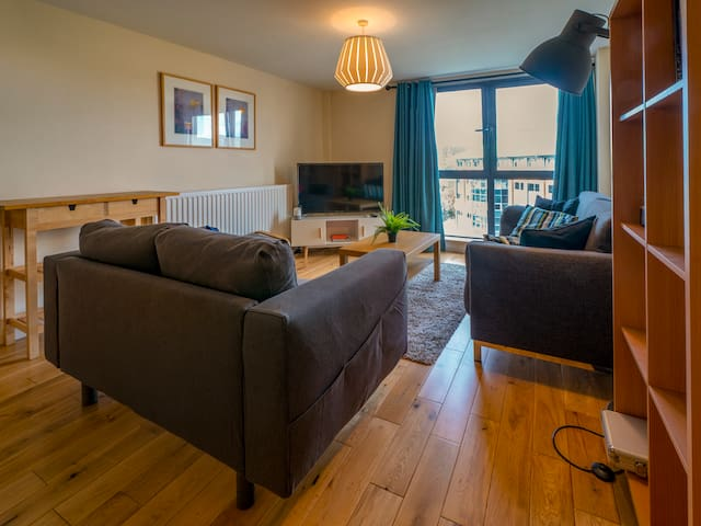 ☘Spacious City Centre 2 Bd Apt - Location & views☘