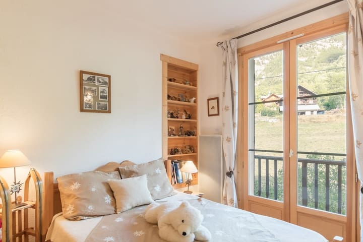 Renovated - beautiful view upon the Ecrins mountains