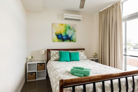 Private Room - City LivingFREE Wifi - Cairns City