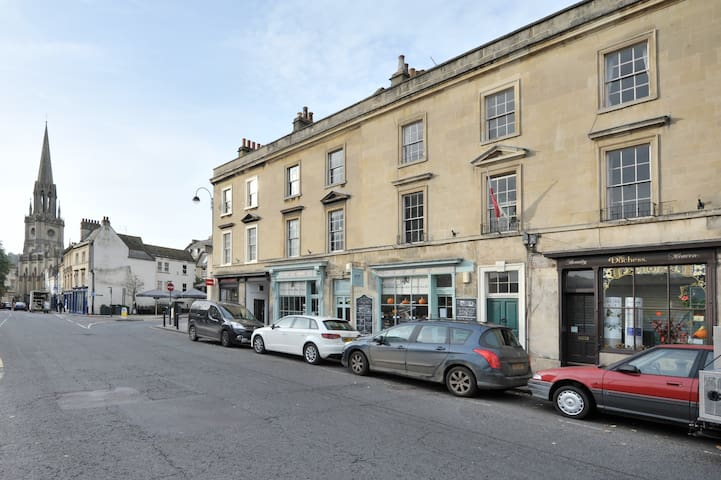 2 Bedroom Apartment 5 minutes walk from Bath Abbey
