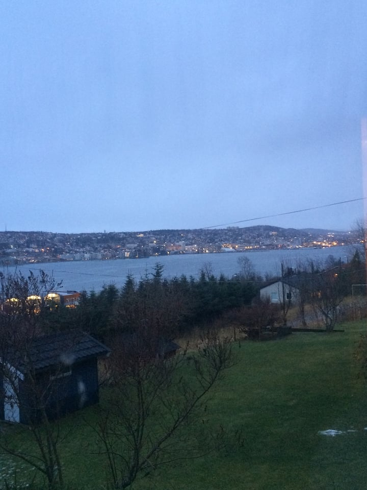 Flott utsikt og nær Fjellheisen