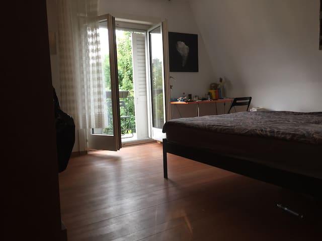 Zwei Zimmer in grossem Haus - Schlieren - House