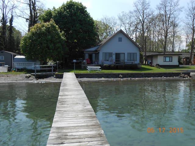 Cute Cottage on Seneca Lake - เจนีวา - บ้าน