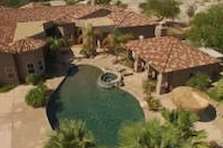 CASA ELLIOTT-LARGE BEDROOMS WITH PRIVATE BATHS - Thousand Palms