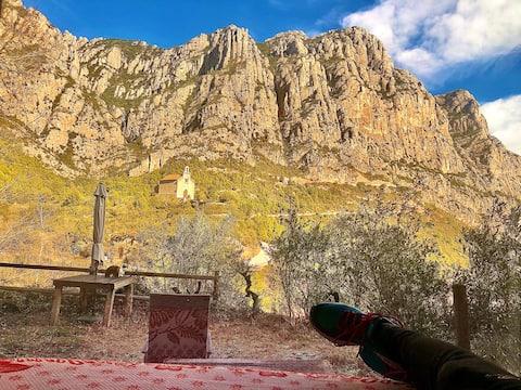 El refugio aprt. Parque Natural montaña Montserrat
