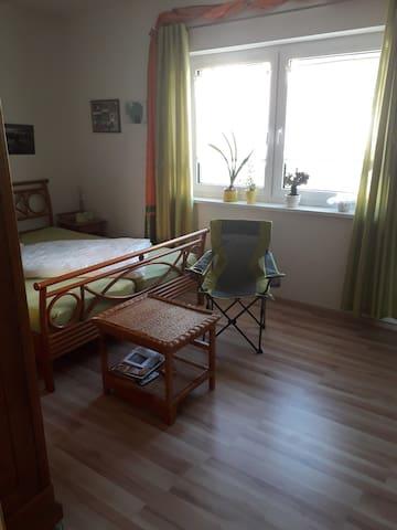 Ruhiges helles Zimmer in Meiningen