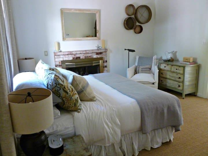 Charming Mimosa Suite