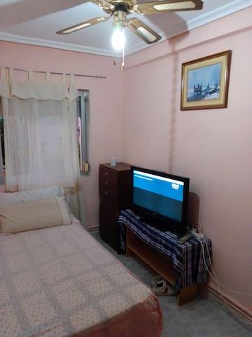 Habitación 1 cama pequeña.
