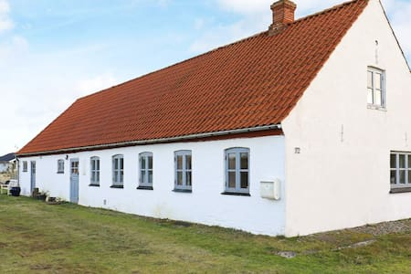 6 person holiday home in Frøstrup