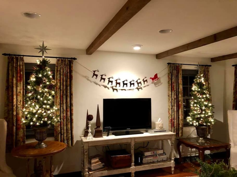 It's Christmas at Legacy Ranch!  You & your family will enjoy the magic of Christmas in the Sieben Salthaus where each and every room has been decorated just for you!
