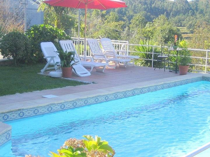 Casa com piscina e fantásticas vistas!