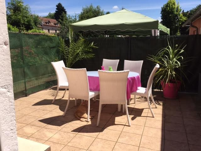 Beau T3 calme avec terrasse en RDC - Bourgoin-Jallieu - Appartement