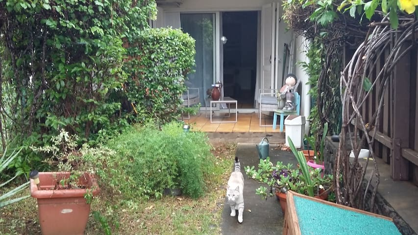 Maison agréable dans quartier calme - Сен-Дени - Дом