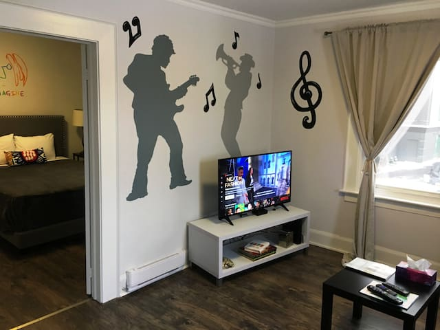 COOLEST apartment in Niagara Falls - MUSIC Themed