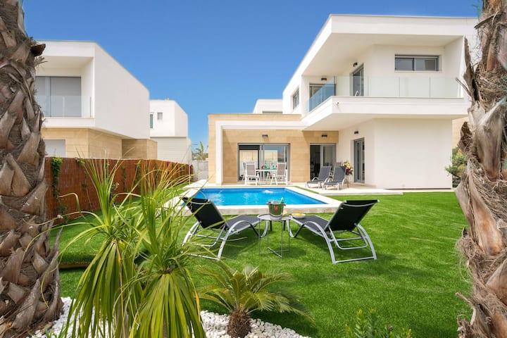 Superbe villa climatisée avec piscine chauffée