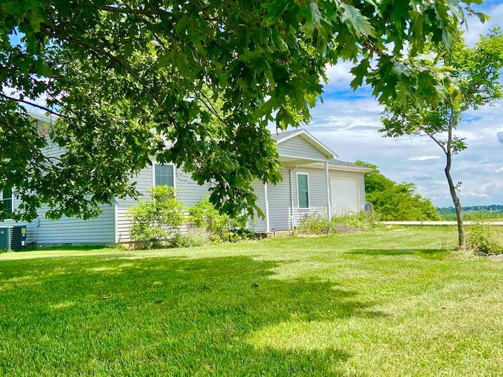 Pastoral Views - Quiet Modern Farm House!