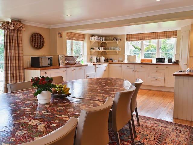 Cozy Chilterns cottage near Henley