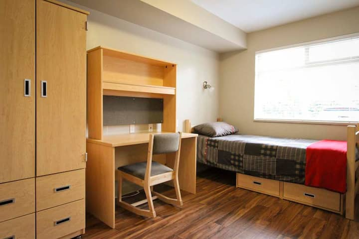 Backpacker College @ Columbia College - Private Single Room