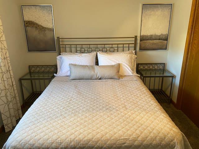 Bedroom 2, queen, smart tv