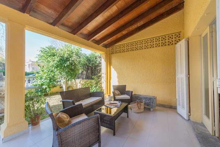 VILLA CAMPINS - Coquettish chalet with airy terraces and near the beach. Free WiFi