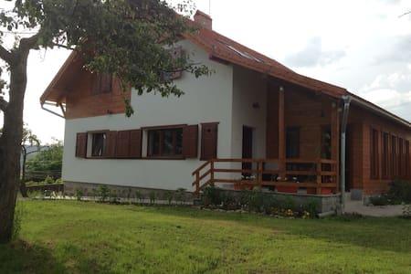 Eszter Guesthouse - Sâncrăieni - Bed & Breakfast