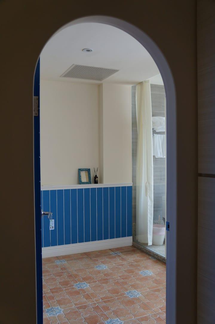 Executive Seaview Family Room With Patio and Bathtub at Baishawan