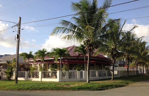 DETACHED HOLIDAY HOLIDAY / BUNGALOW