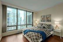 BLISS IN COAL HARBOUR WITH FREE PARKING
