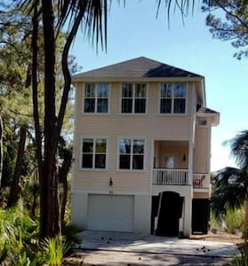 Awesome 4BR/ W dock, bring your boat, sleeps 14