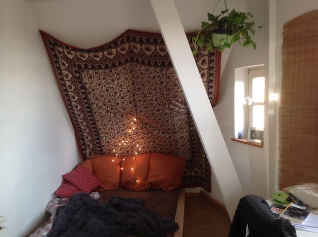 Übernachten in einer StudiWG mitten in d Oberstadt - Marburgo - Apto. en complejo residencial