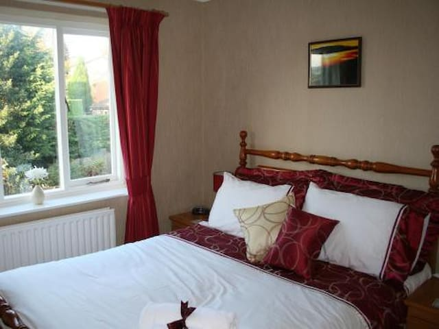 Double bedroom /private bathroom - Oswestry - Bed & Breakfast