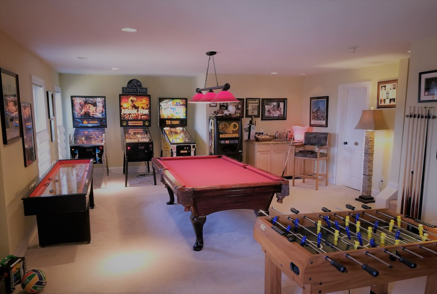 The ultimate game room with 3 pinball machines, shuffle board, fussball, pool table and so much more. No other airbnb has this mind blowing fun :)
