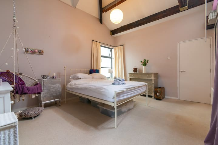 Beautiful En-suite Bedroom in Loft Apartment