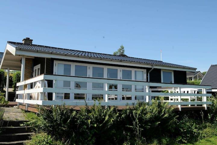 Moderna casa de vacaciones en Børkop con terraza