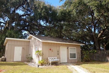 Private Cottage Prime Location! - Odessa