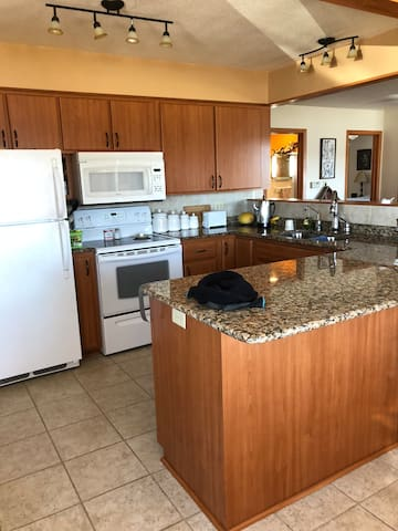 Full kitchen with Dishwasher available for guests to use.