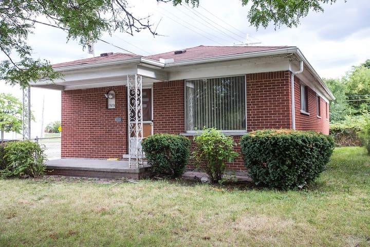 Single Home - Detroit - House