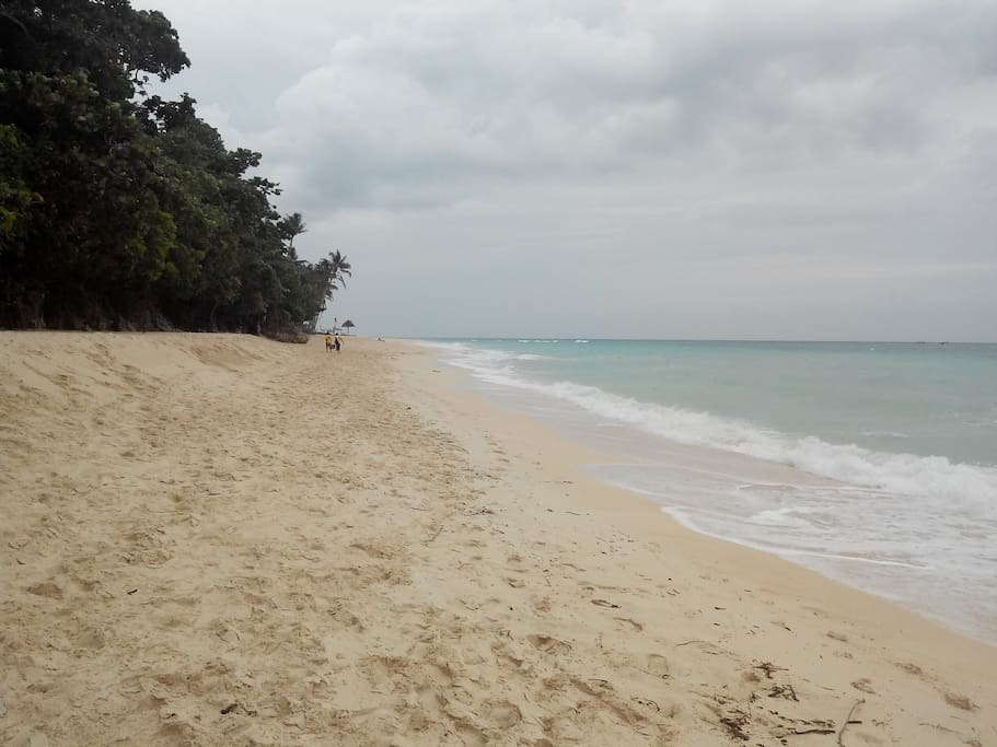 Peaceful Puka beach