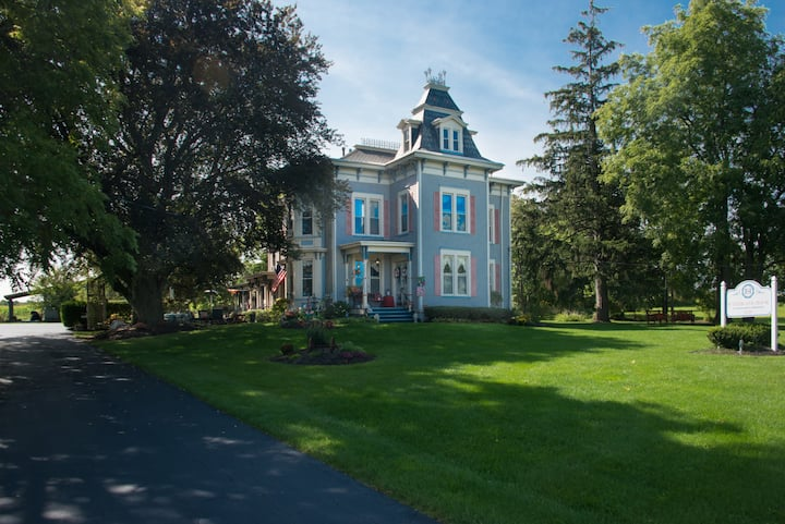 Entire House - Sutherland House Victorian Bed & Breakfast