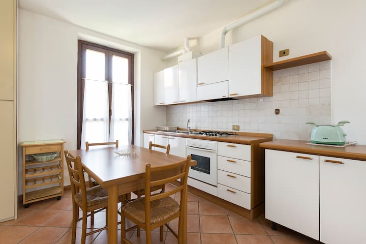 Quiet & cozy flat in Ticino Park wifi close to MXP