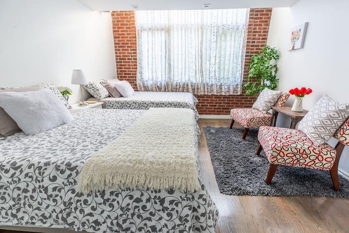 Duplex Loft 2: Private Rooftop & Balcony (4 Beds)