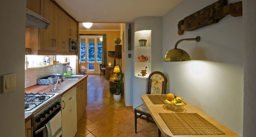 COZY & COMFORTABLE apartment with BALCONY in Buda - Boedapest - Appartement