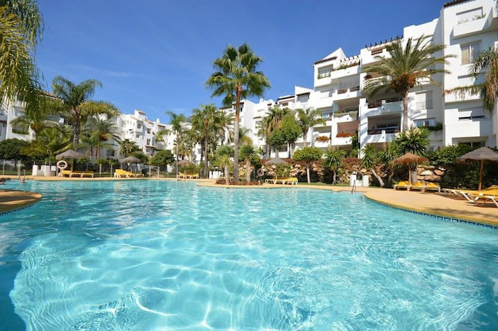 Beachfront apartament Costa del Sol, Estepona - Эстепона - Квартира