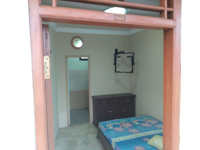 YANKEE Room @Vafa Guest Suites, Cianjur