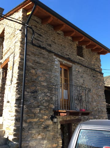 CASA RÚSTICA EN LOS PIRINEOS - Bescaran - Hus