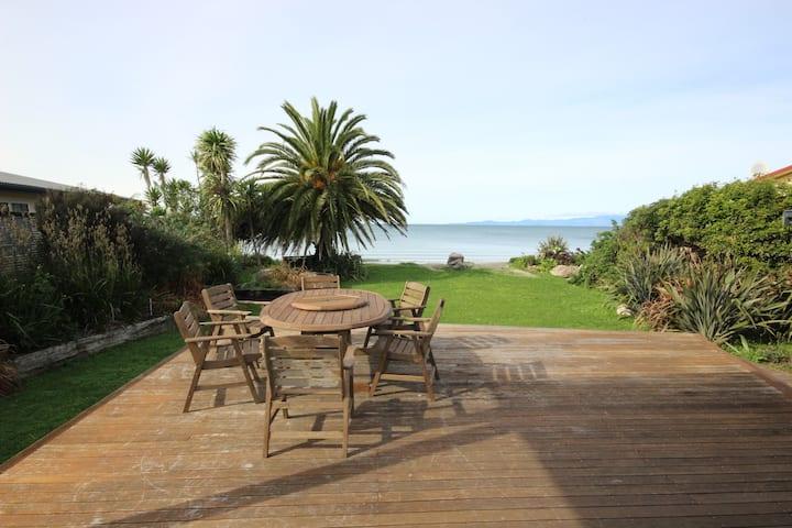 BOB Pakawau - Absolute Beachfront + Stunning Views