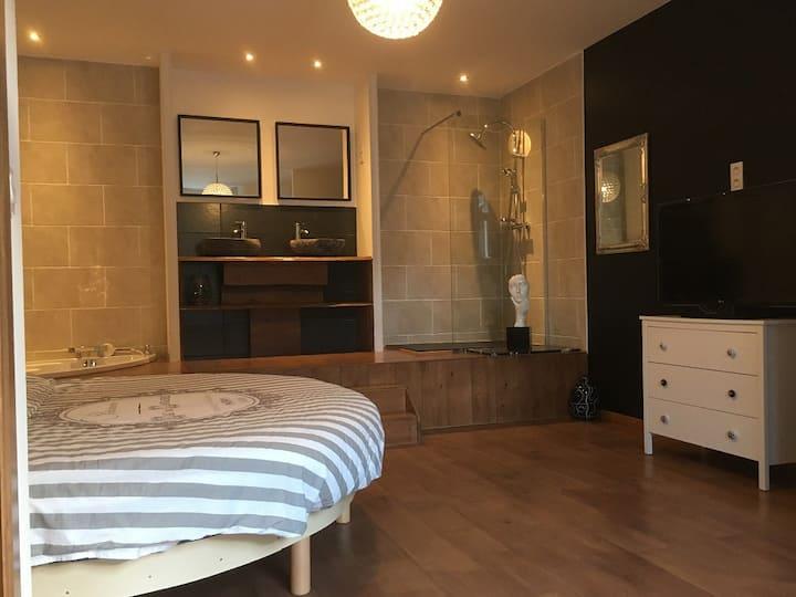 Chambre de 30m2 au calme dans une résidence privée