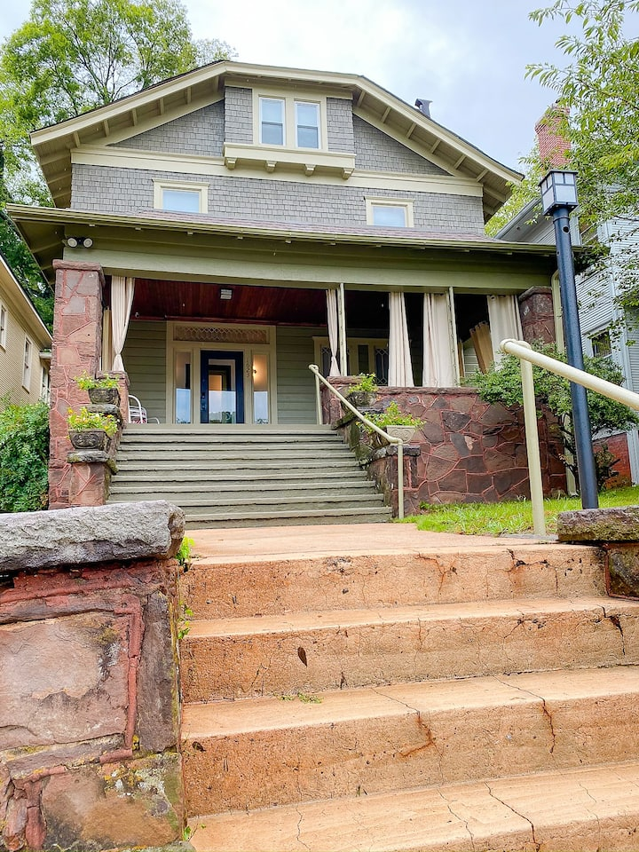 Charles on 11th - Beautifully Restored Historic Southside Home, Walkable, Perfect for Groups