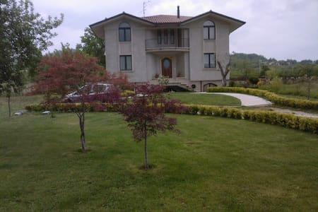 La casa immersa nella tranquillità e nella natura - Campo di Nusco - Huis